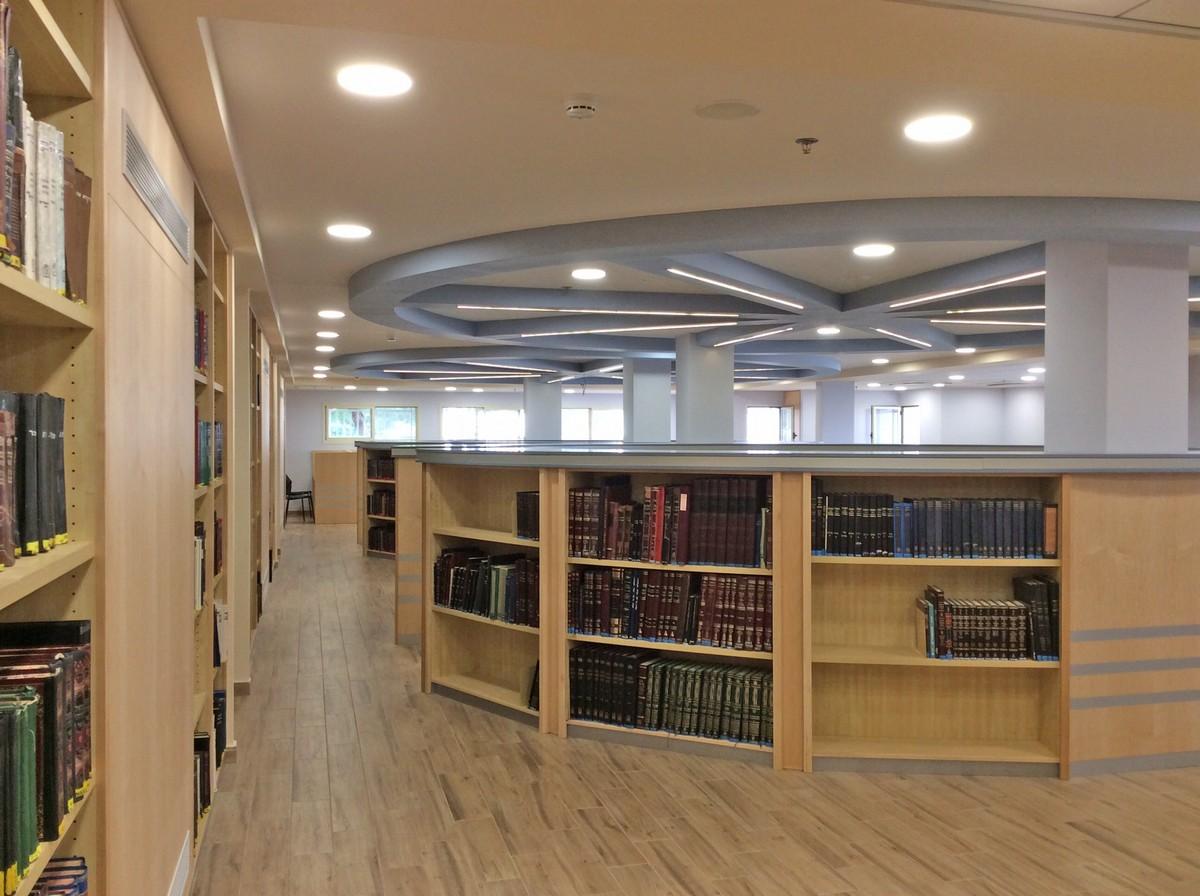 ריקי גרוזמן אדריכלות ועיצוב פנים ספריה במעלה אדומים