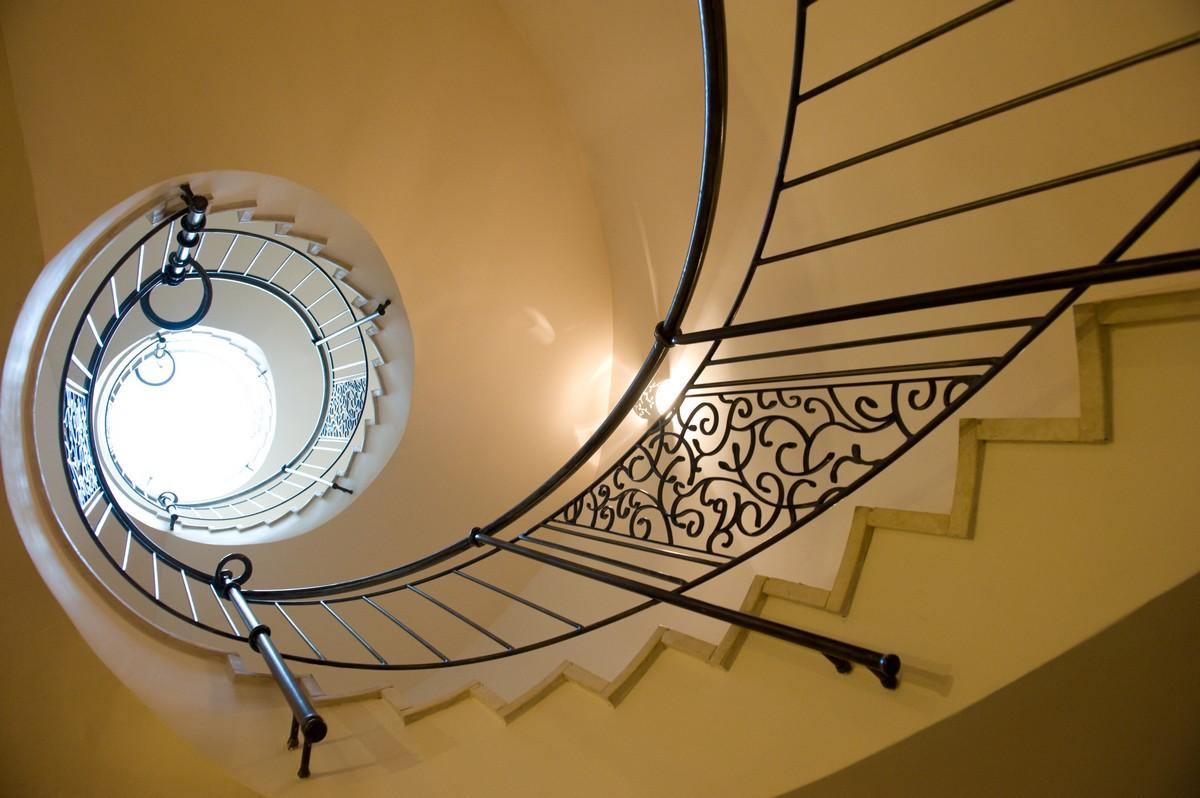 מדרגות לולייניות ריקי גרוזמן